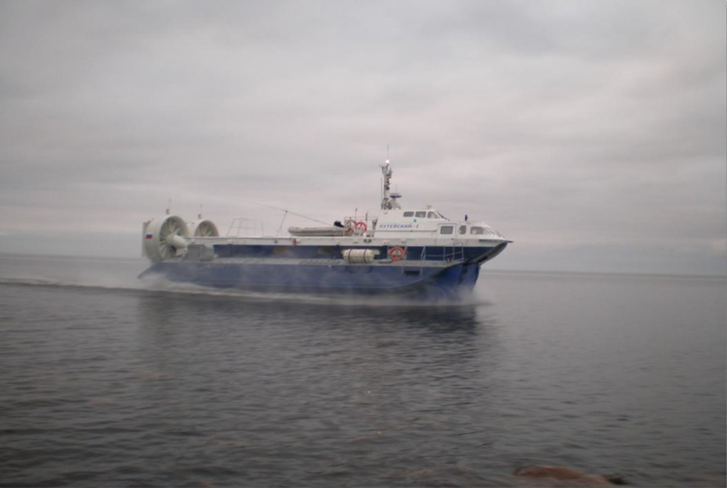 Рис. 1. Теплоход «Путейский-1» . Движение вдоль береговой кромки, акватория Белого моря.