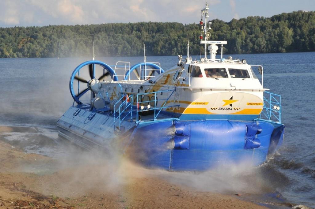 Рис. 2. Пассажирское АСВП проекта А48. Выход на необорудованную береговую площадку.