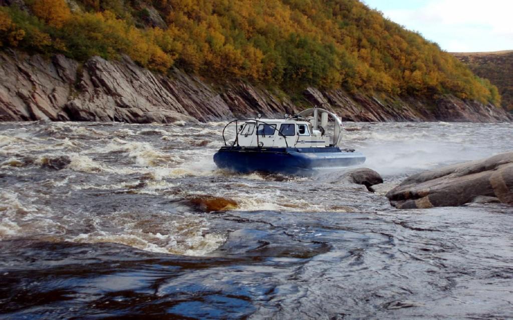 Рис.5. АСВП «Хивус-6». Кольский полуостров, река Поной, прохождение порога Бревенный.